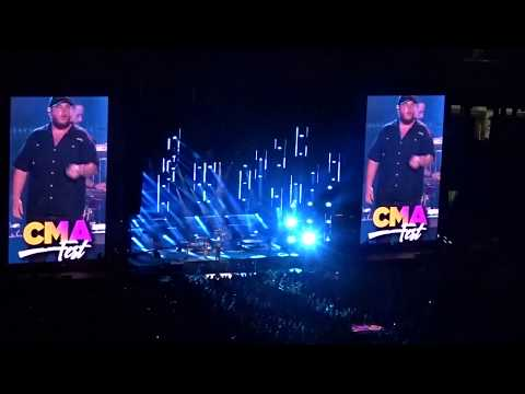 Luke Combs - Honky Tonk Highway (CMA Fest 2018)