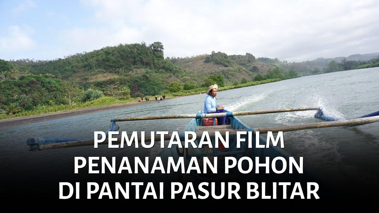Pemutaran Film dan Penanaman di Pantai Pasur Blitar