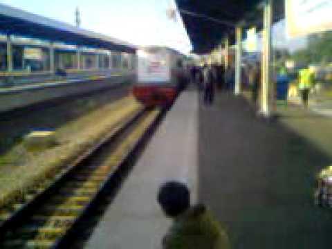 Penampakan Hantu Di Stasiun Kereta Api - Aneh Dan Misterius