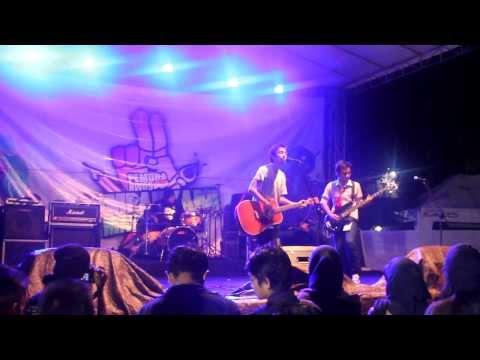 Fiersa Besari - Melangkah Tanpamu Live || Bandung