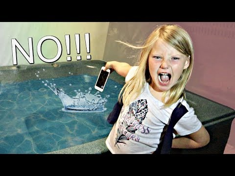 My Moms iPhone in a Hot Tub PRANK!!