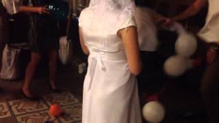 Свадьба семьи Савенко 30.08.2014 Лопание шариков 2