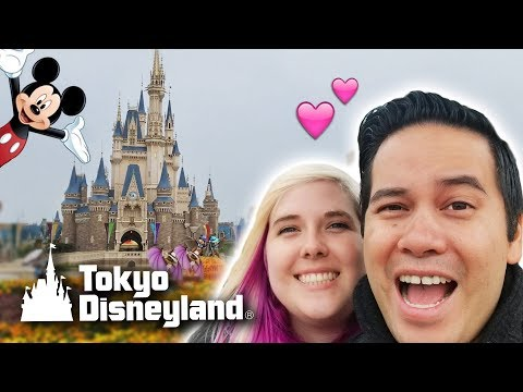 Our trip to Tokyo Disneyland! Carnival games, claw machines, rides and a giveaway!