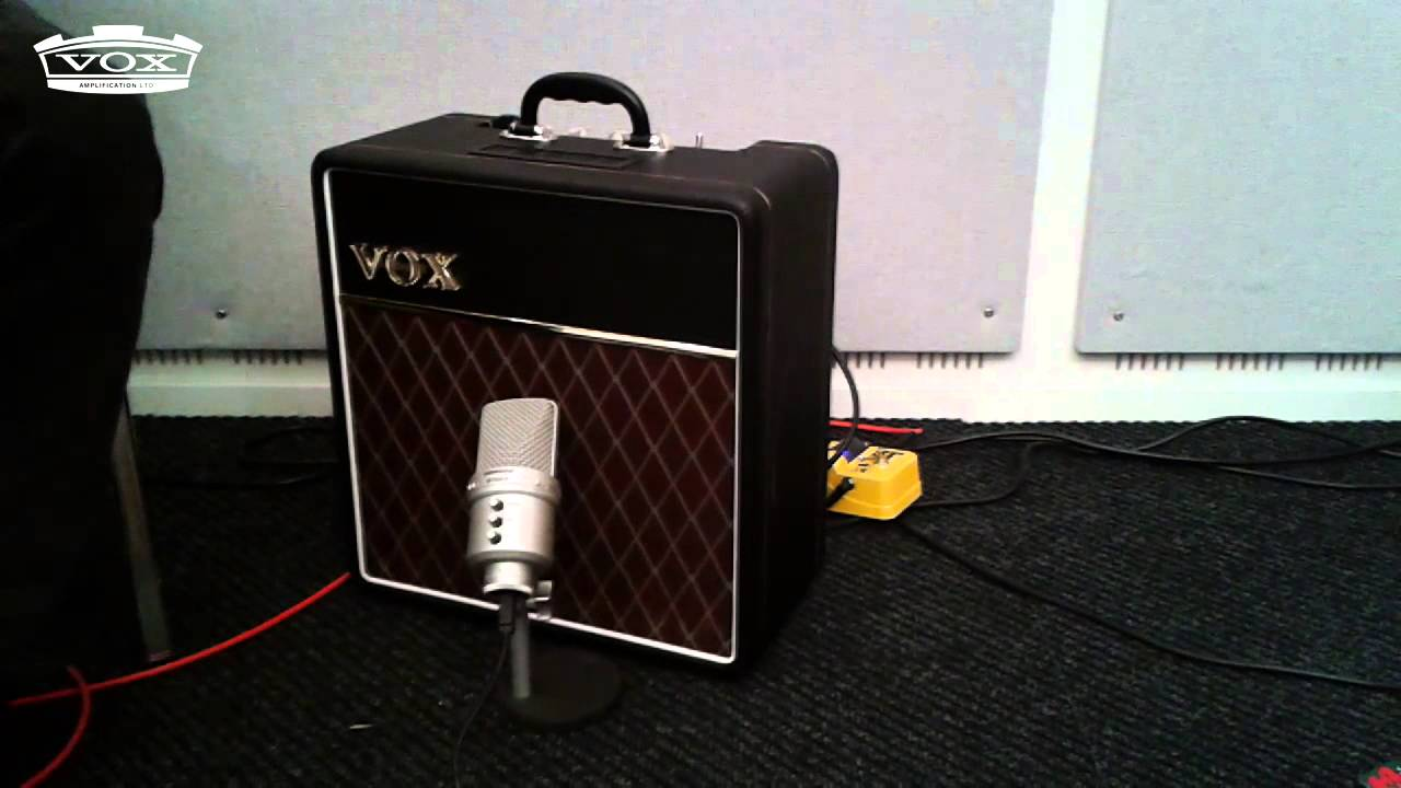 Jerry Donahue plays through the VOX AC4C1-12 (12