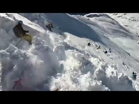 شاهد.. متزلج يوثق لحظة إنهيار ثلجي في جبال الألب  - نشر قبل 4 ساعة