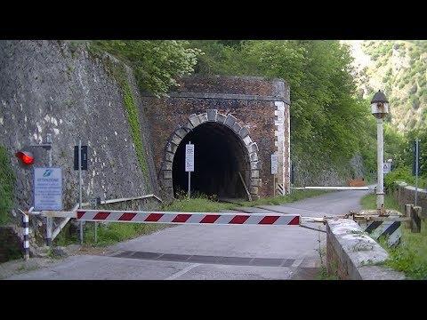 Spoorwegovergang Chianche-Ceppaloni (I) // Railroad crossing // Passaggio a livello