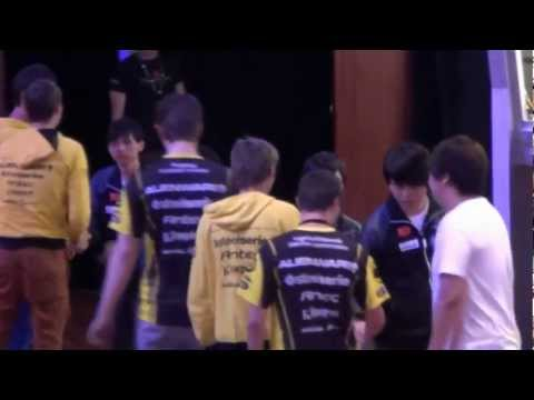 Na`Vi partying on stage after win against iG