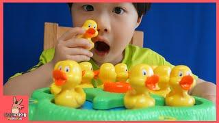 귀여운 아기 오리 엉덩이 찾아라 챌린지! 귀요미 유치원 오리들 ♡ 빙글빙글 오리유치원 보드게임 장난감 놀이 Duck Challenge | 말이야와아이들 MariAndKids