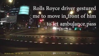 Rolls Royce helps me give way to ambulance