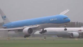 Espectacular aterrizaje de Boeing 777 de KLM en medio de tormenta