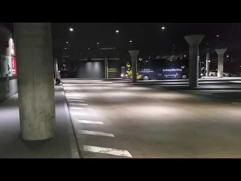 München Zob Abfahrt Schmetterling Reisen Mercedes O 350 RHD und Krapp Reisen Man Lion's Coach