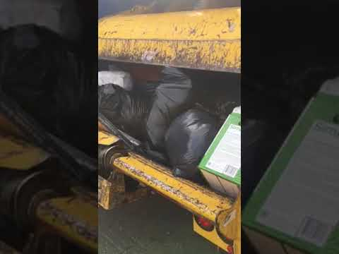 Packing garbage truck 28