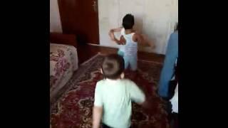 Мой сыночик танцует с друзьями.(Видео от., 2016-08-25T09:29:03.000Z)