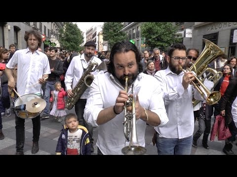 "Nola Brass Band: ""When the Saints Go Marching In"" - Busking in Madrid"