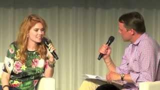 Repeat youtube video 99 Fragen Live: Moritz von Uslar spricht Palina Rojinski