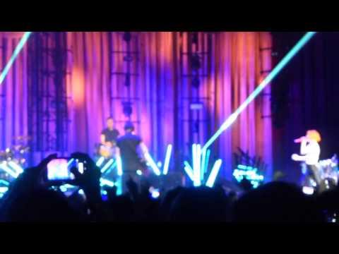 Paramore - Ain't It Fun (All Phones Arena, Sydney 2014)