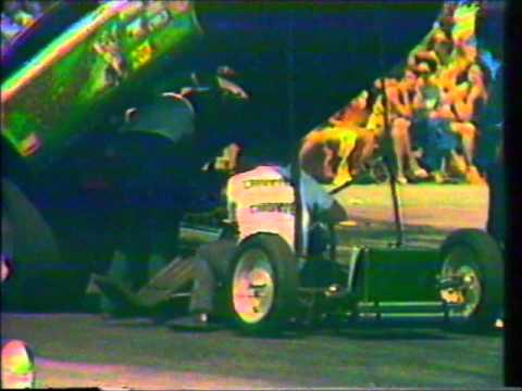 Boundary Bay Raceway 1975 - Jerry Ruth VS The Green Elephant - round 1