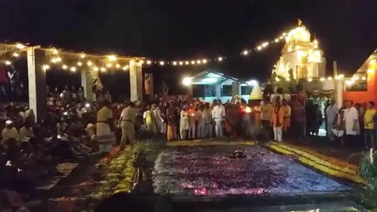 Marche sur le feu Temple Maryen Peroumal 2014 - YouTube