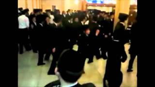 Смешные синхронные танцы на еврейской свадьбе