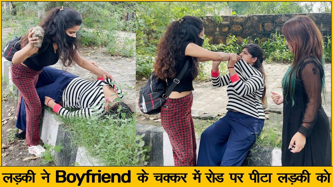 लड़की ने Public place में बुरी तरह पीटा अपनी दोस्त को ओर फाड़े कपड़े By Simran | Chik Chik Boom