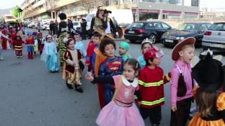 Crianças das Taipas sairam à rua para comemorar o Carnaval