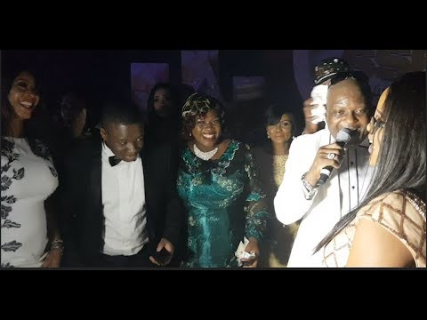 All Sir Shina Peters Children Storms The Stage As He Sings For Them,Dance And They Spray Him Money