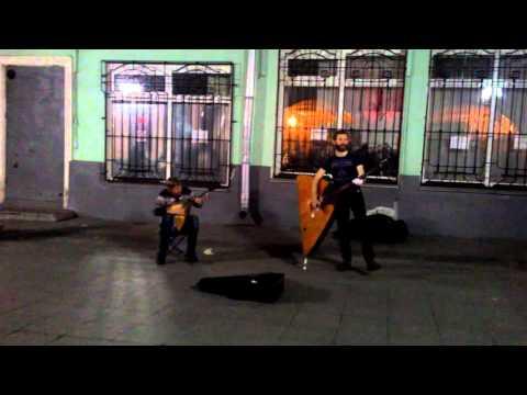 Уличные музыканты, метро Кузнецкий мост, группа Ладъ