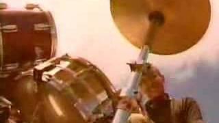 Videoclip del tema Train Train de esta banda punk de japon, a ver c...