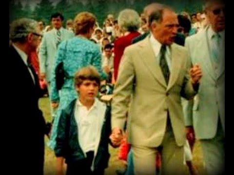 Justin Trudeau with Pierre Elliot Trudeau in Nova Scotia, 1980