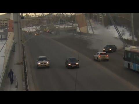 ДТП на октябрьском мосту (3 камеры)