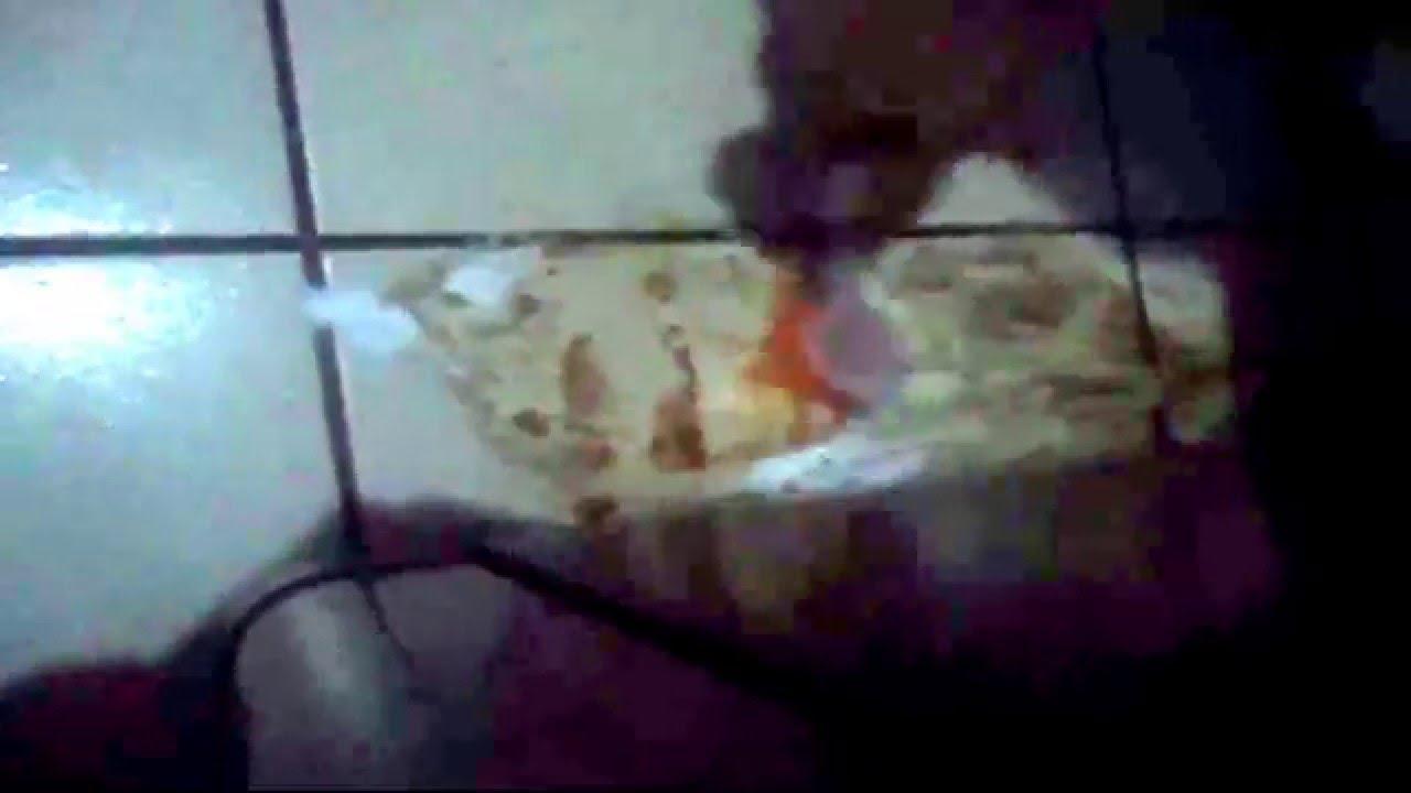Como quitar manchas de oxido del piso youtube for Como quitar las manchas del piso del bano