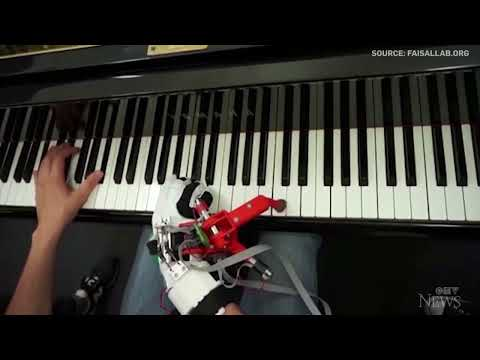 Pianists in study incorporate robotic 'thumb' with ease