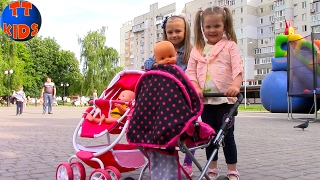 Walking with baby carriages and Baby Born dolls in the park Прогулка с колясками и куклами Беби Бон