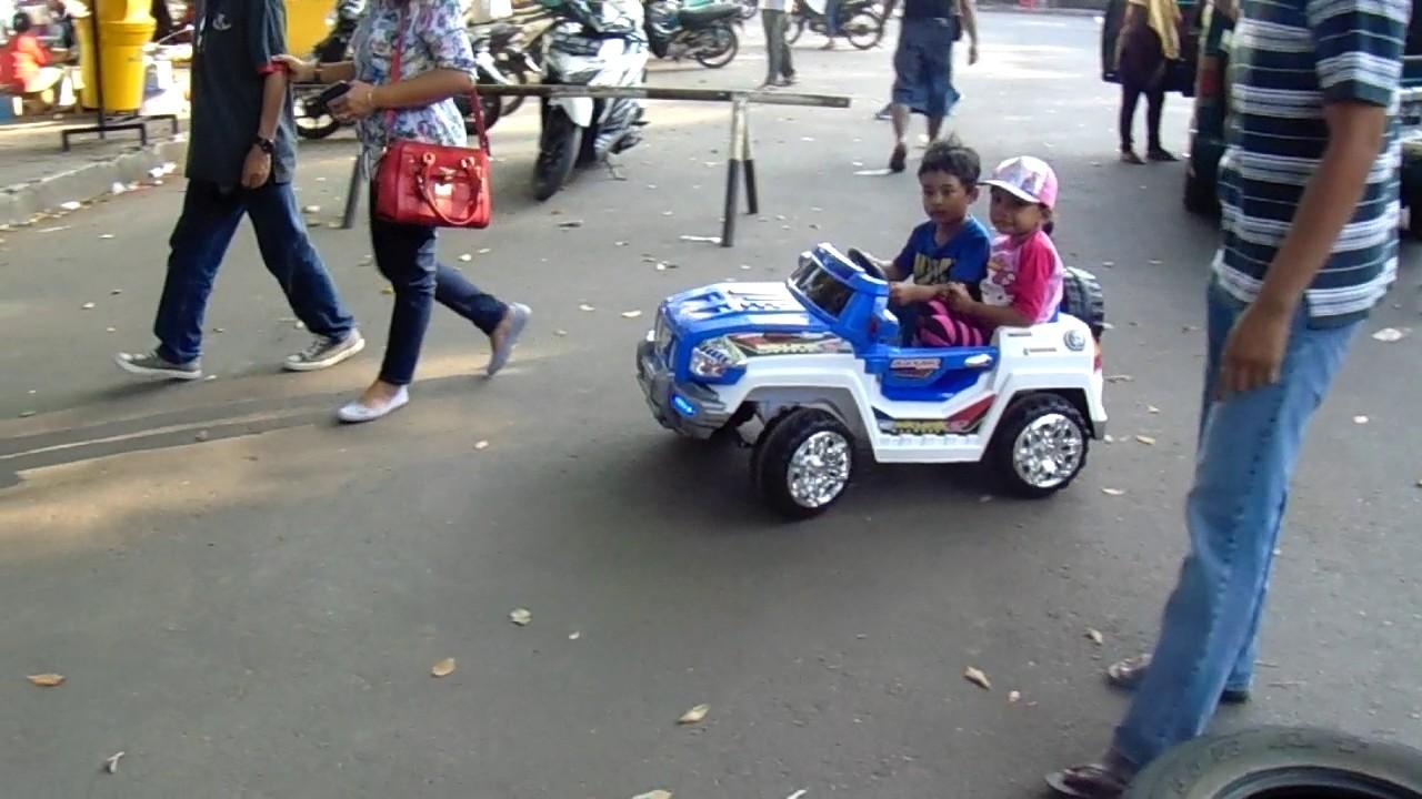 Mainan Anak Mobil Aki Cowok Ngajak Cewek Jalan Jalan Naik Mobil