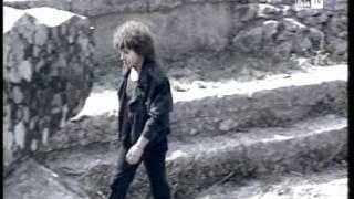 Riccardo Cocciante - Ammassati e distanti (Video)