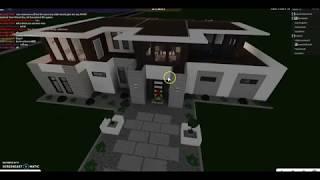 Random bloxburg video in Roblox (REUPLOAD)