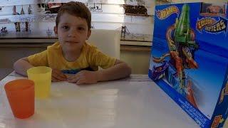 Хот вилс машинка, меняющая цвет Видео про машинки Unboxing toys Hot Wheels Color shifters review(Открываем и играем с конструкцией Hot Wheels, где машинка в холодной воде меняет цвет на оранжевый, а в горячей..., 2016-03-28T11:29:34.000Z)