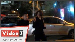 بالفيديو.. وفاء عامر تتعرض لموقف محرج أثناء تقديمها العزاء لأسرة الفنان صلاح رشوان