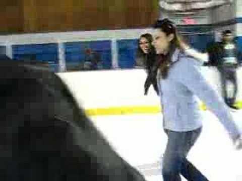 Mila e Renata patinando
