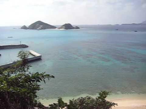阿波連ビーチを南の坂から見る。