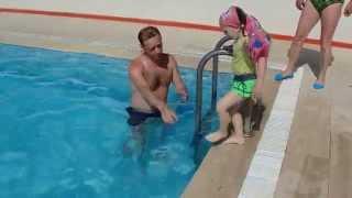 Прыжки в метровый бассейн.