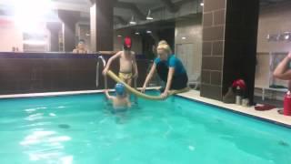 Первый раз в бассейне