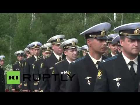 Russia: Dozens commemorate victims of K-141 Kursk submarine disaster