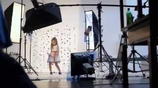 Детская фотосессия в студии.  Процесс съёмки(С Вами команда http://StudioAlele.ru . Мы занимаемся семейной и свадебной съёмкой. Нам бы очень хотелось, чтобы люди..., 2014-05-29T19:36:00.000Z)