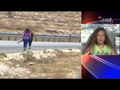 عهد التميمي تحرر شقيقها من اعتقال الاحتلال 'بعضّة'