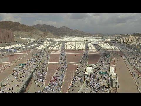 2 milyonun üzerinde Müslüman Hac vazifesini tamamlamak için Mina'da şeytan taşladı