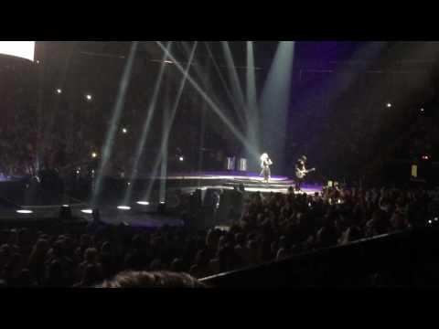 Carrie Underwood Live Hamilton: Church Bells