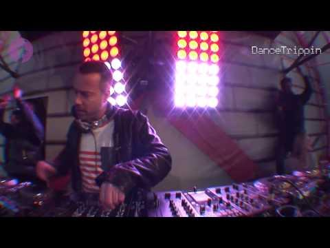 Ummet Ozcan & DJ Ghost - Airport [played by Sander Van Doorn]
