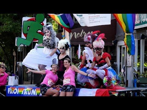 Chicago Marathon 2016 - Mile 8 - Broadway - Boystown