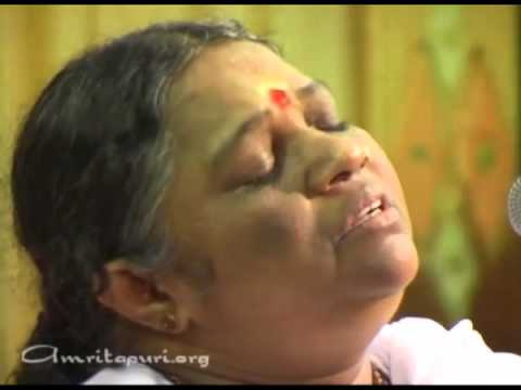 Amma, Mata Amritanandamayi Devi singing Lokah Samastha Sukhino Bhavanthu